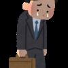 泣きながら歩く会社員男性