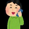 携帯電話で話す男