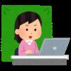 背景を緑色にしてオンライン通話を行う女性(いらすとや)
